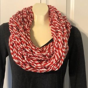 NWT handmade arm knit infinity scarf red & white